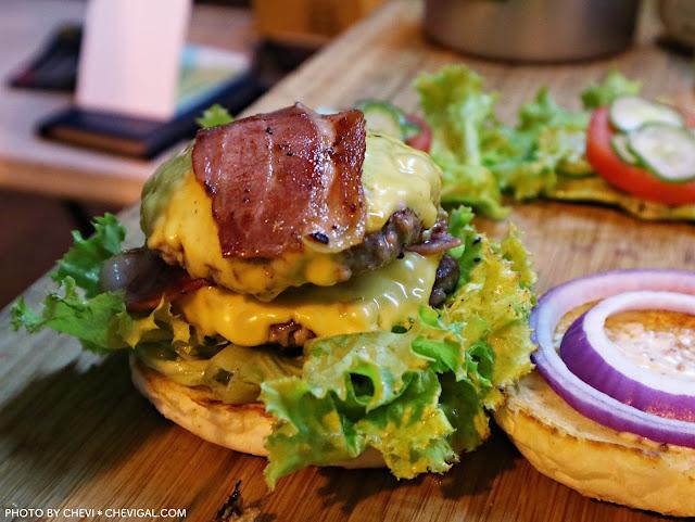 IMG 3474 - 台中全區│吃尛美式手作漢堡。今天你想吃哪種漢堡?漢堡肉竟然都噴出鮮美肉汁啦!