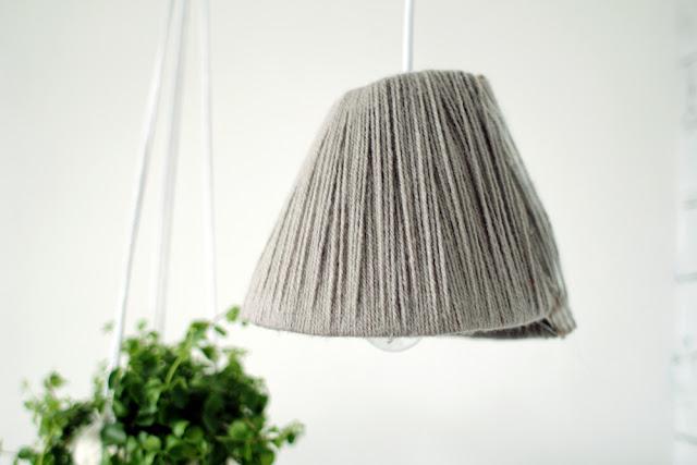 DIY Dekorasi Lampu Gantung Dengan Cover Benang Rajut