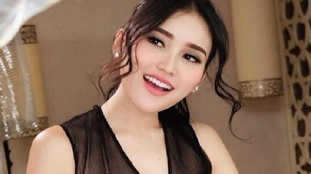 Inilah Biodata & Profil Ayu Rosmalina atau yang Akrab Dipanggil Ayu Ting Ting, Seorang Model, Presenter dan Penyanyi Dangdut Asal Depok, Jawa Barat