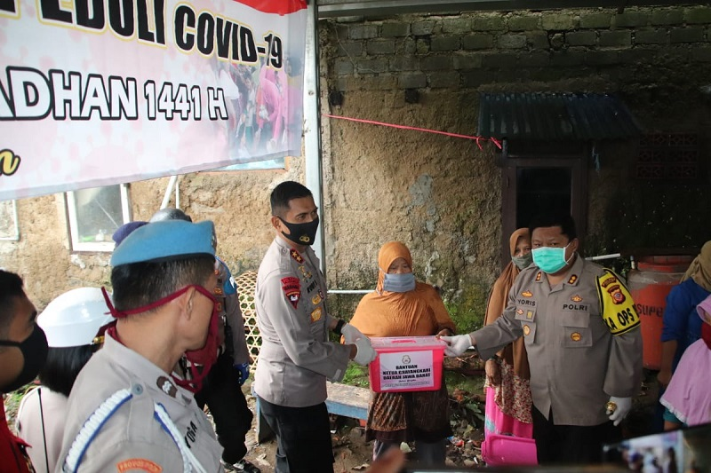 Gerakan Bakti Sosial Polri Peduli Covid-19, Polda Jabar dan Jajaran Bagikan 40089 Paket Sembako