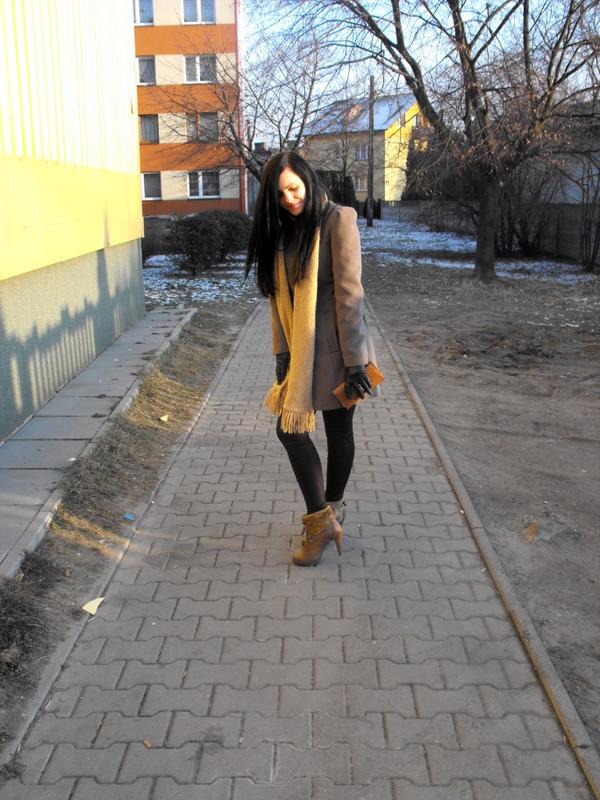 płaszcz w militarnym stylu