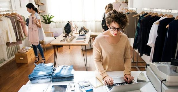 Cara Memulai Bisnis Baju Desain Sendiri dari Skala Kecil Hingga Besar