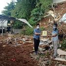 Feb Uhamka Bersama Lazismu Uhamka Salurkan Bantuan Banjir dan Longsor untuk Kampung Gedong