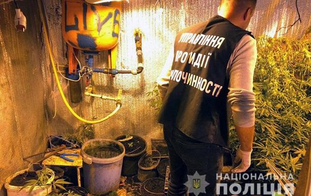 """У Хмельницькому у """"закладчиків"""" вилучили велику партію наркотиків"""