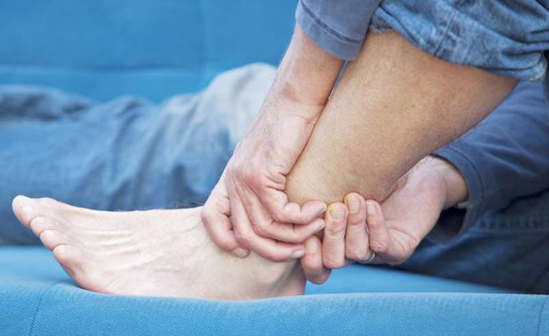 causes of numb feet, causes of numbness in feet
