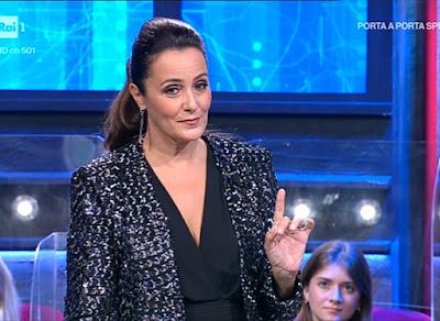 Roberta Capua bella conduttrice foto i soliti ignoti 4 ottobre