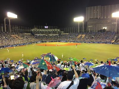 みんなで傘を降る