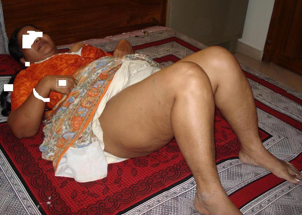 desi aunty saree ass