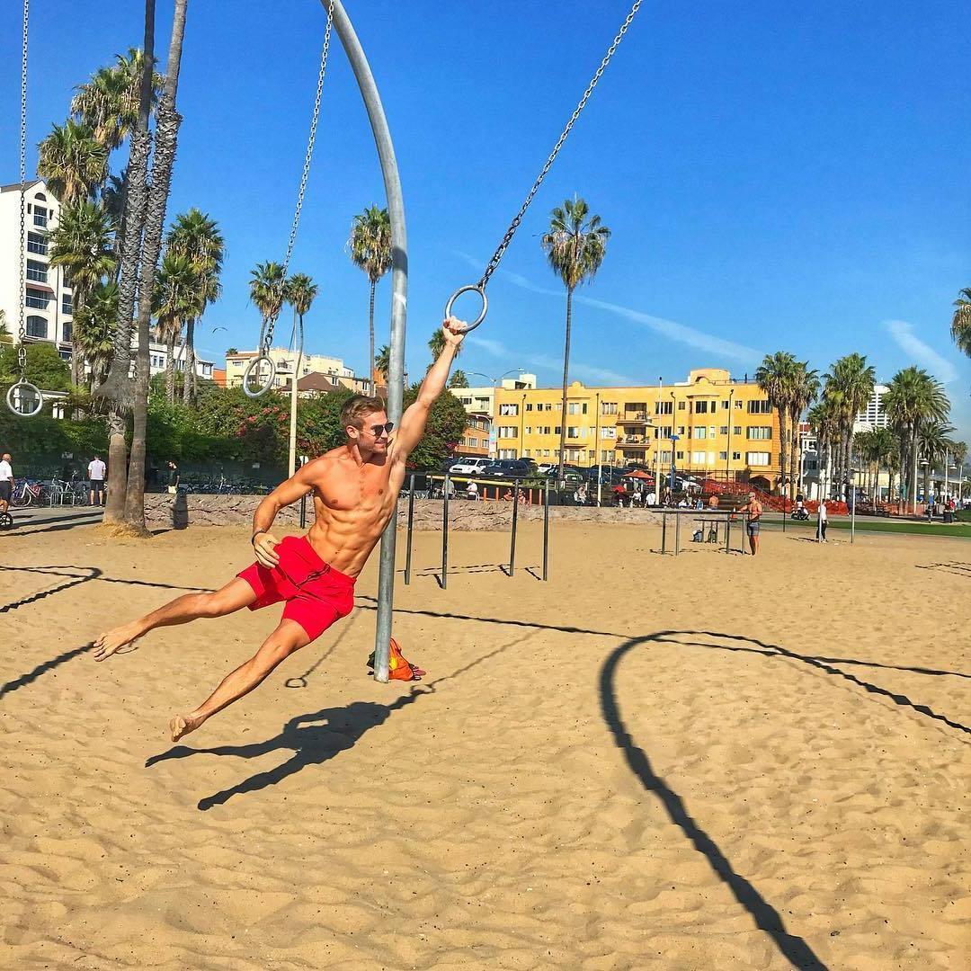 beach-sand-fun-fit-tinder-boy-playing-around-shirtless-body