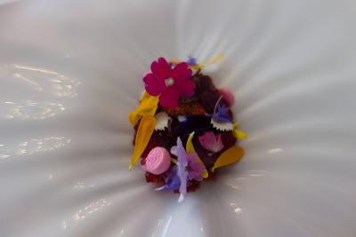 Foie gras, rhubarbe et hibiscus, restaurant Kei.