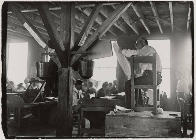 - Cigar factory. A paid lector reads the news to the workers. Picture taken in 1909 by Lewis Hine