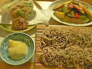 夕食の献立 蕎麦 アジの竜田揚げ 野菜焼き炒め