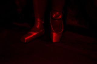 Chaussons de pointes portés au cours d'une séance BDSM