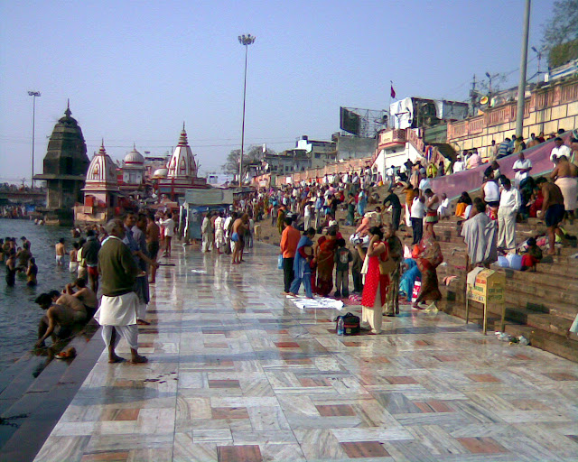 Tourist Places around Haridwar and Rishikesh - Haridwar's Har Ki Pauri - travelmaniak.info