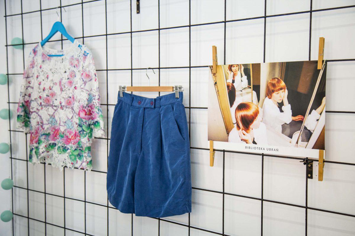 f0b823d13e5f98 Ania: Skąd biorą się ubrania w Bibliotece Ubrań? Na jakiej zasadzie zostają  wybierane?