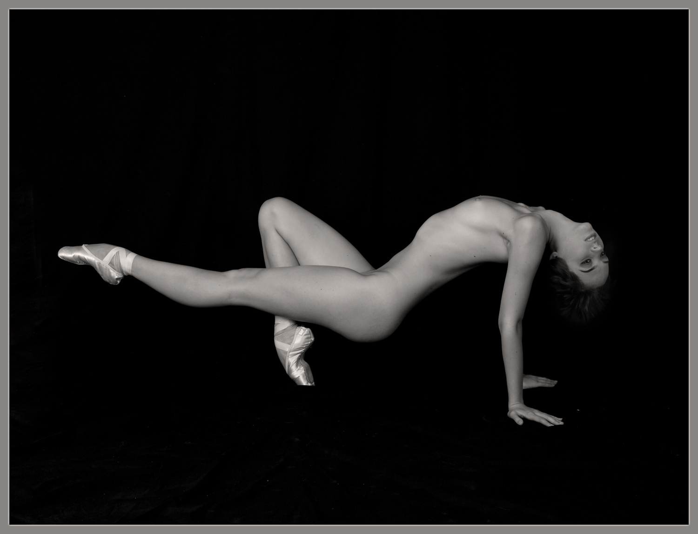 golie-balerini-tantsuyut