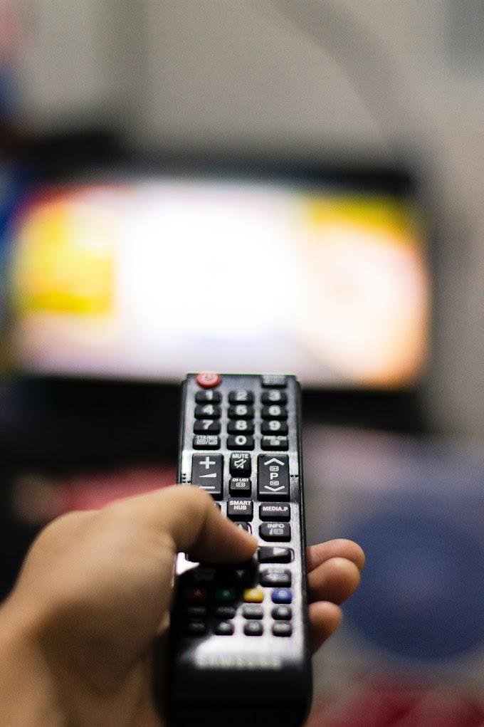भारतीय समाज में सोशल मीडिया और टीवी चैनल का प्रभाव।