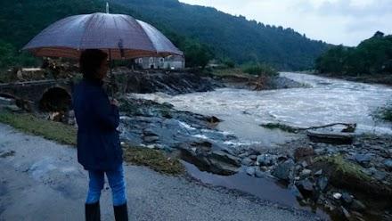 Εννέα άνθρωποι αγνοούνται μετά τις καταρρακτώδεις βροχές που έπληξαν τη νότια Γαλλία