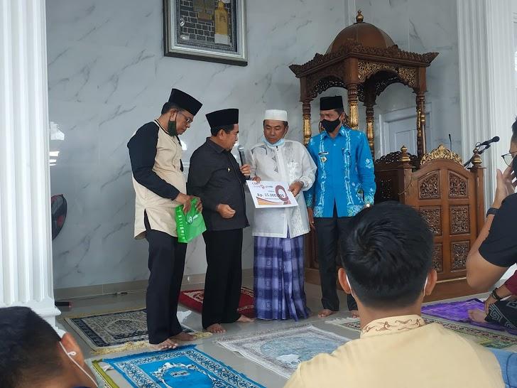 Wako AJB Serahkan Bantuan Pembangunan Masjid Al Hidayah Karya Bakti