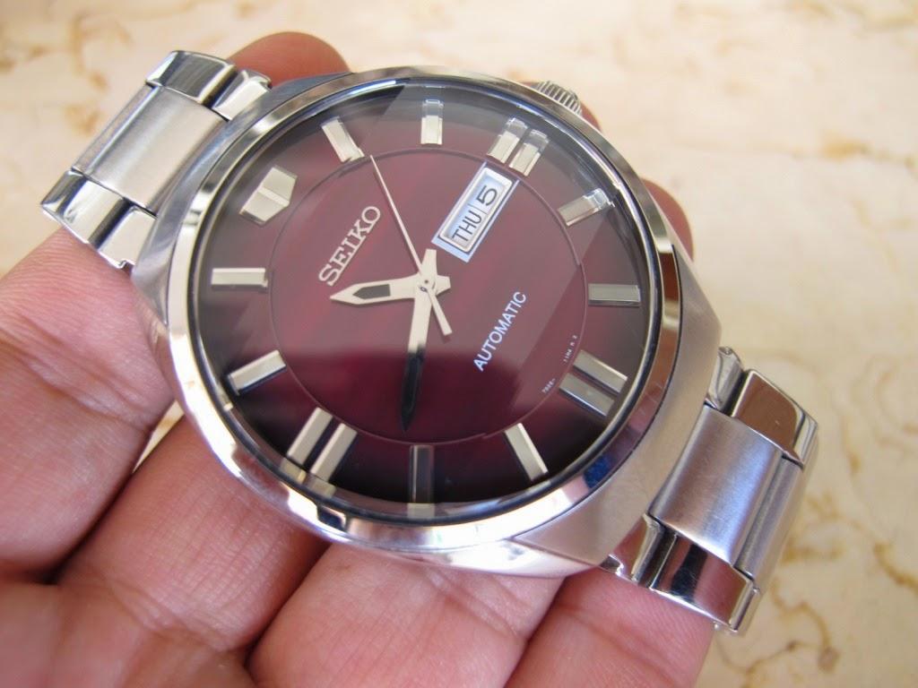 Cocok untuk Anda yang memang sedang mencari jam tangan dengan warna dial  unik Maroon d31d6cd47e