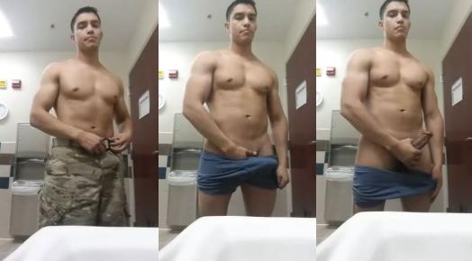 Soldado se exibindo na cam