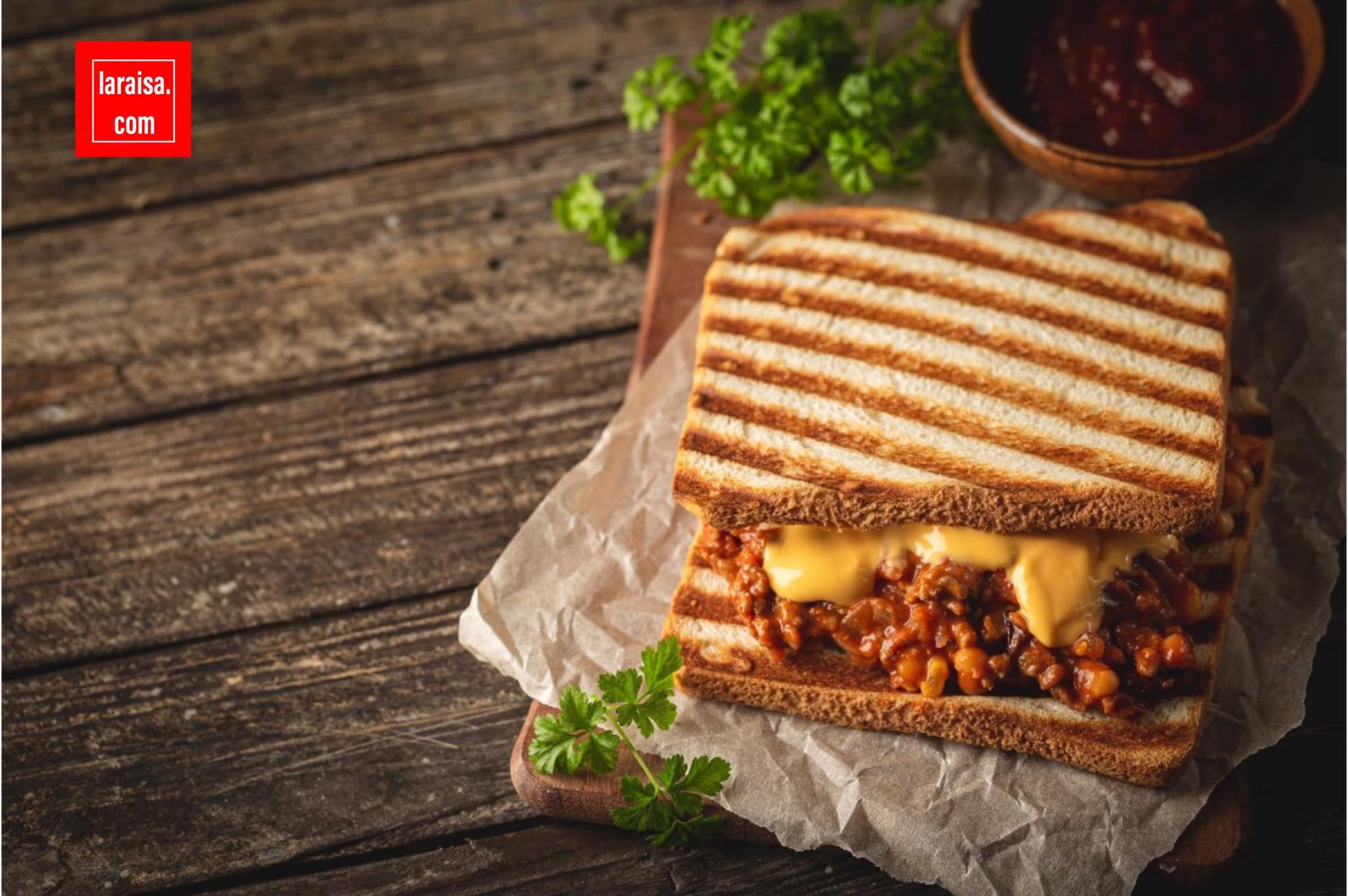 ساندويتش الجبن مع اللحم المفروم -  سلوبي جو