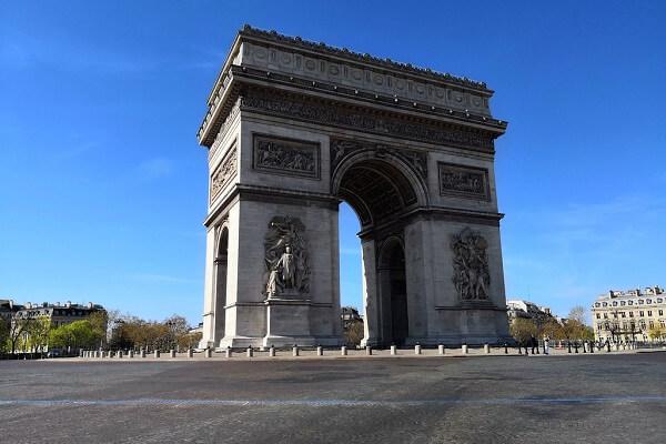 إغلاق باريس  ومقاطعات فرنسية لمدة شهر
