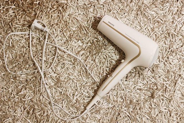 Fén na vlasy Philips DryCare Advanced
