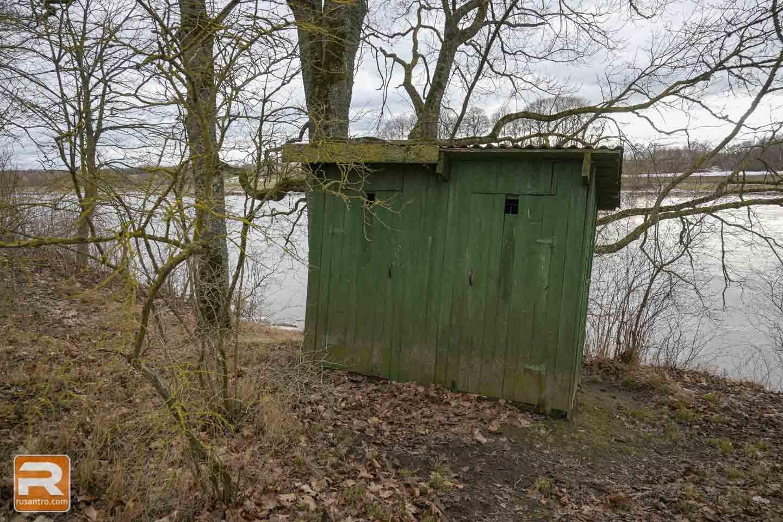 Mežotnes pils tualete parkā