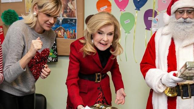 Χριστουγεννιάτικα δώρα της Μαριάννας Β. Βαρδινογιάννη σε μαθητές της Ερμιονίδας
