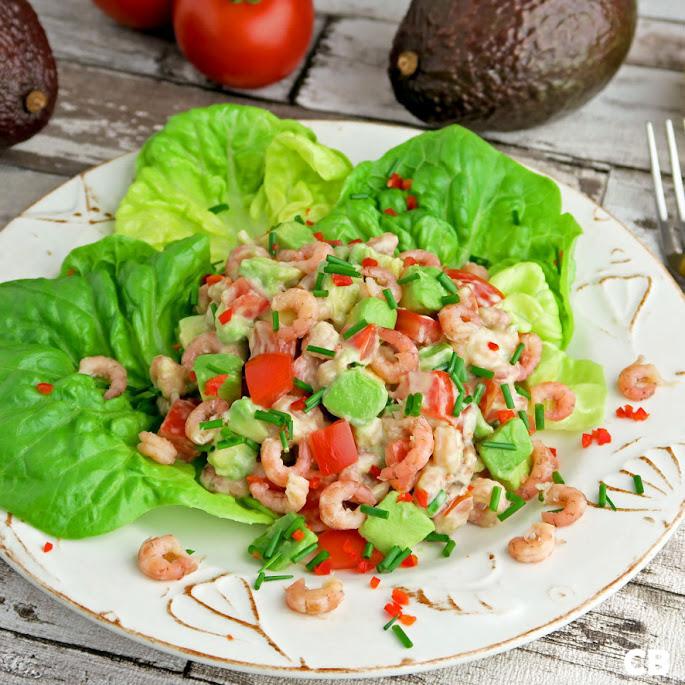 Recept: zo maak je zelf een zomerse salade met garnalen, avocado en tomaat