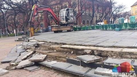 Elbontották Szabadka egyik jelképét, a Zsolnay-szökőkutat