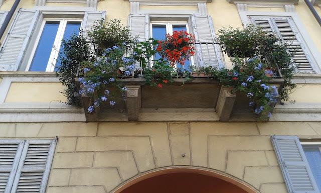 מרפסת פורחת במילאנו