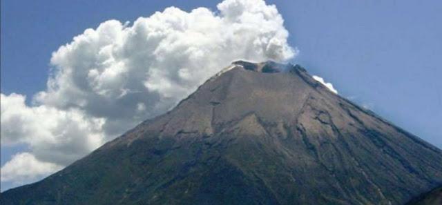 erupción volcan Reventador