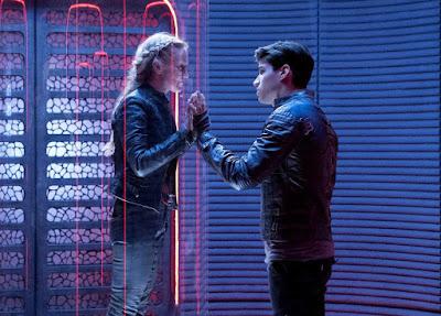 Cameron Cuffe and Paula Malcomson in Krypton