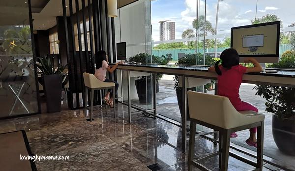 Seda Atria premier room - Bacolod blogger - Bacolod mommy blogger - family travel - Iloilo City - Seda Hotels in the Philippines - e-lounge