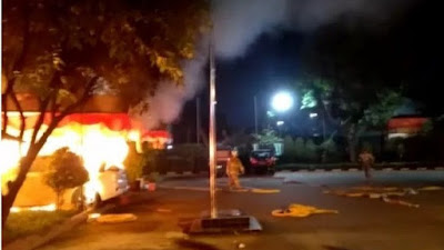 Polsek Ciracas Jakarta Timur Diserang dan Dibakar Massa
