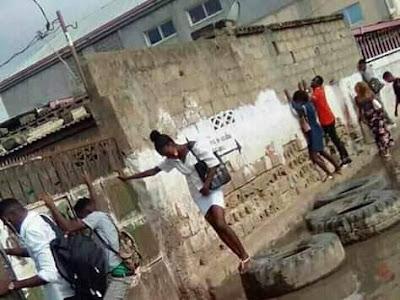 Lagosians Turns to Spidermen  to Pass Flooded Road. PHOTOS