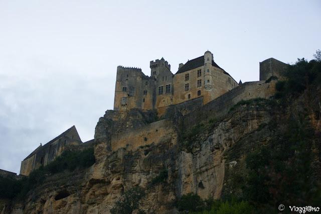 Le Chateau de Beynac et Cazenac svetta sulla Dordogna