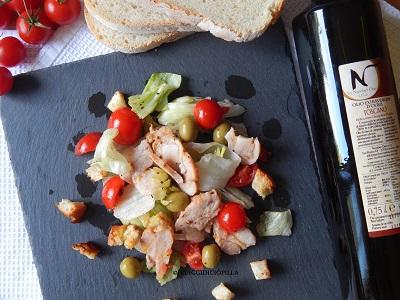 Caesar Salad con pollo alla griglia e pomodorini