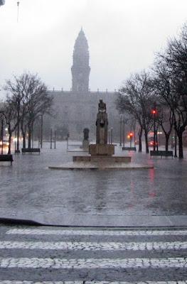 Chuva na Avenida dos Aliados