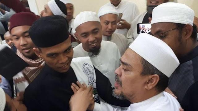Beri Dukungan Penuh, UAS Ungkap Persamaannya dengan Habib Rizieq