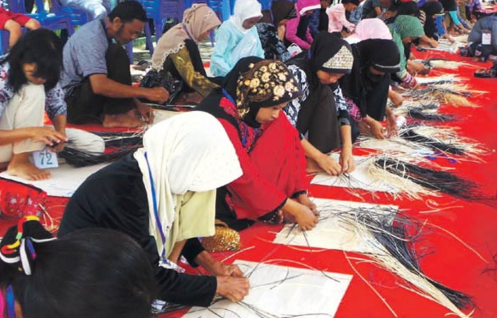 Lomba Anyaman Rotan di Kuala Kapuas