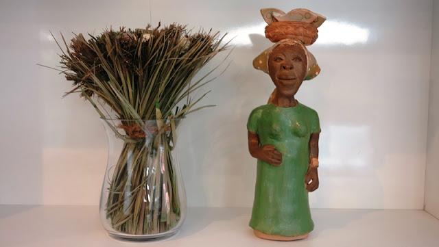 http://www.lojaencantes.com.br/pd-443b9a-boneca-de-ceramica-na-cor-verde.html?ct=181593&p=1&s=1