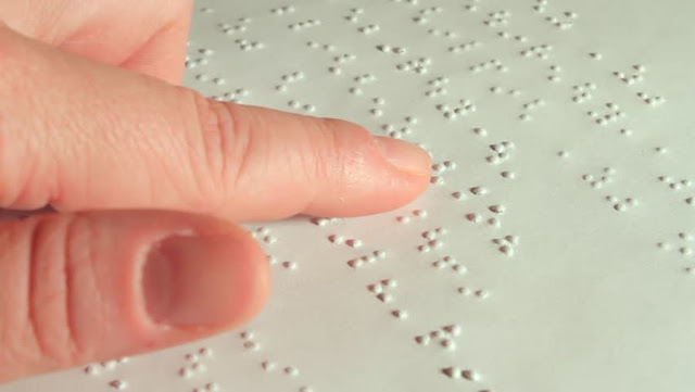 Braille alfabesi nedir? nasıl yazılır? kimler kullanır? Braille alfabesi görme engellilerin okuyup yazması için geliştirilen bir alfabe yöntemidir