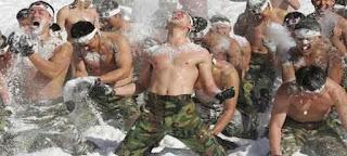 Korea Selatan: Menutupi tubuh dengan salju