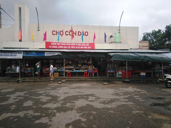 Ghé chợ Côn Đảo mua hải sản hoặc đặc sản về làm quà tặng người thân