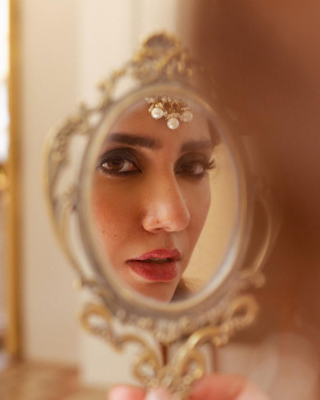 Mahira Khan Stunning New Photo Shoot