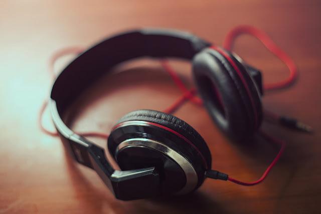 Closed-Back Over-ear Headphone