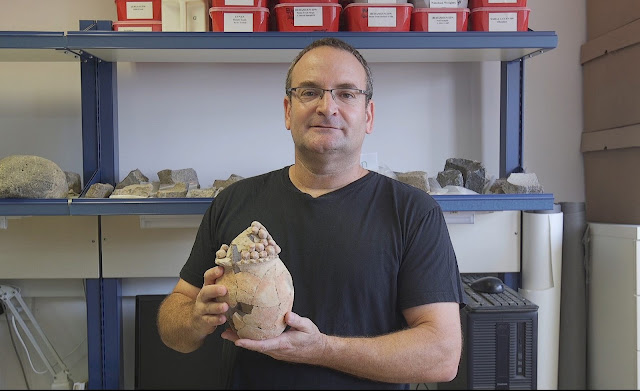 7,200 year old 'unusual pottery vessel' unearthed in Israel